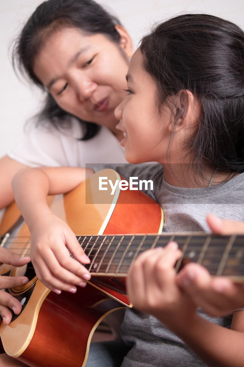 SIBLINGS PLAYING GUITAR
