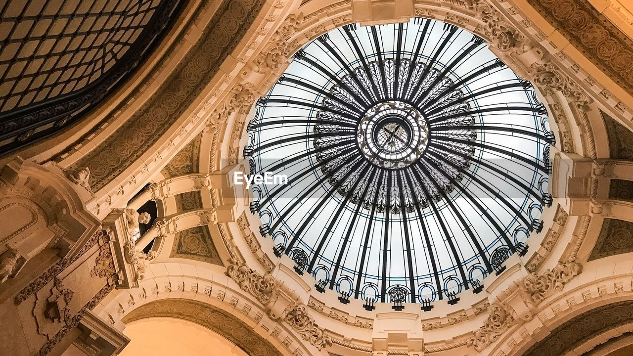 architecture, built structure, dome, building exterior, low angle view, ceiling, history, directly below, cupola, the past, pattern, no people, travel destinations, ornate, building, design, geometric shape, architectural feature, arch, skylight, architecture and art, architectural column, gothic style