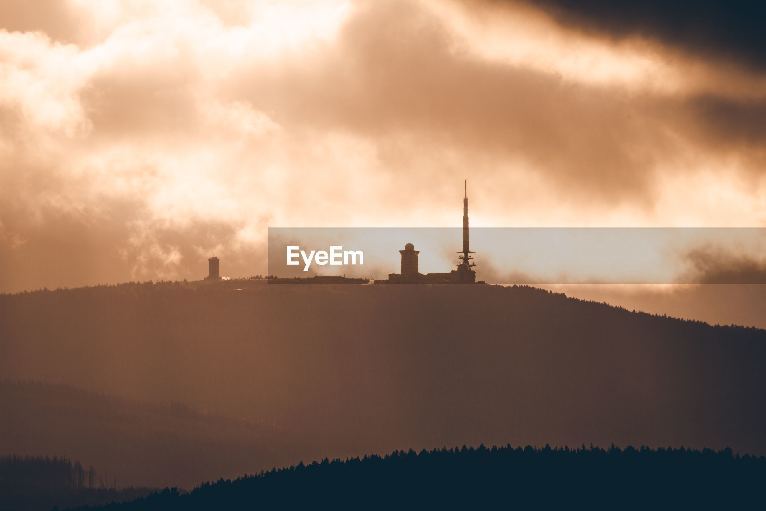 SILHOUETTE OF COMMUNICATIONS TOWER AGAINST SKY DURING SUNSET