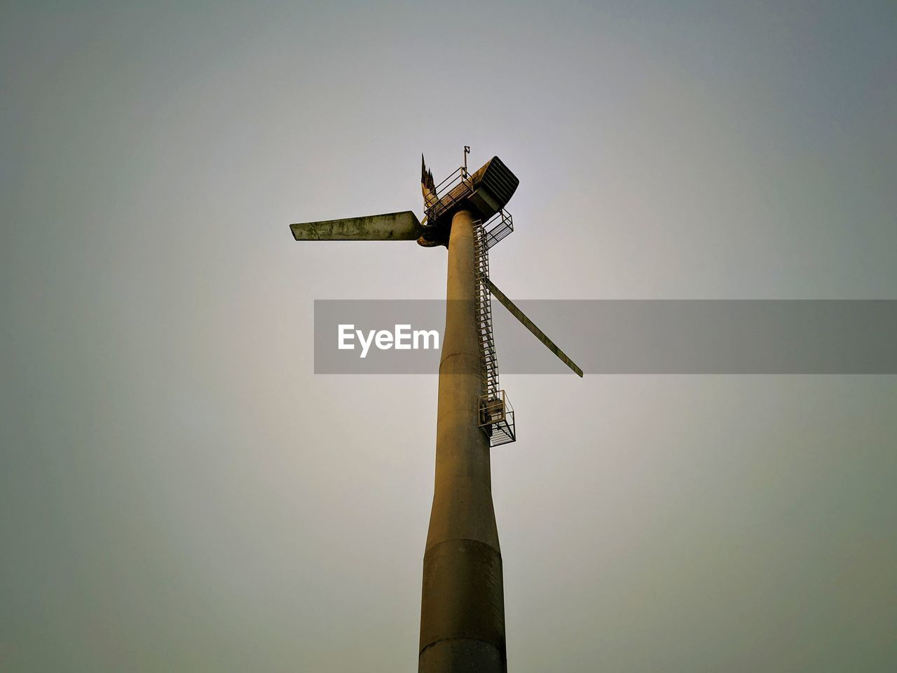 LOW ANGLE VIEW OF WIND TURBINES AGAINST SKY