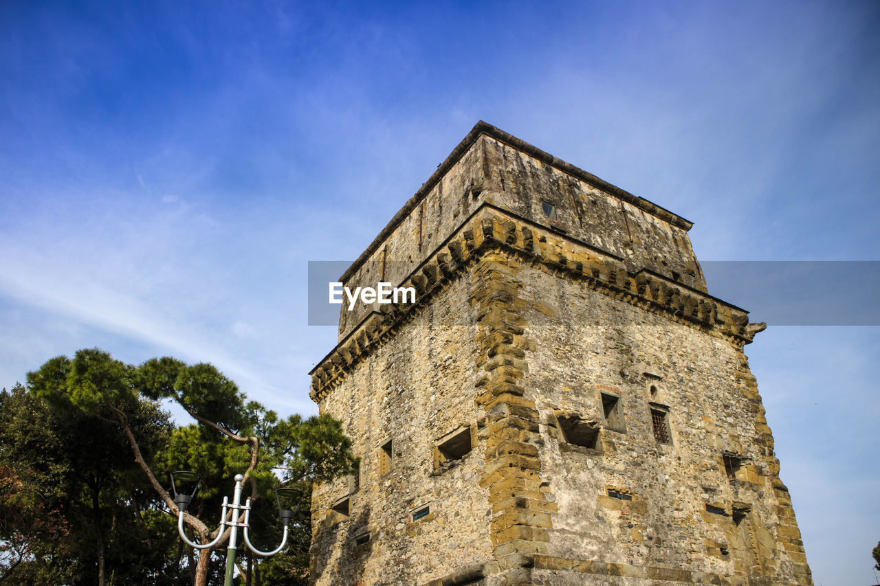 sky, architecture, low angle view, history, the past, building exterior, built structure, tree, nature, no people, ancient, plant, day, building, cloud - sky, old, fort, tourism, travel, travel destinations, outdoors, ancient civilization, stone wall