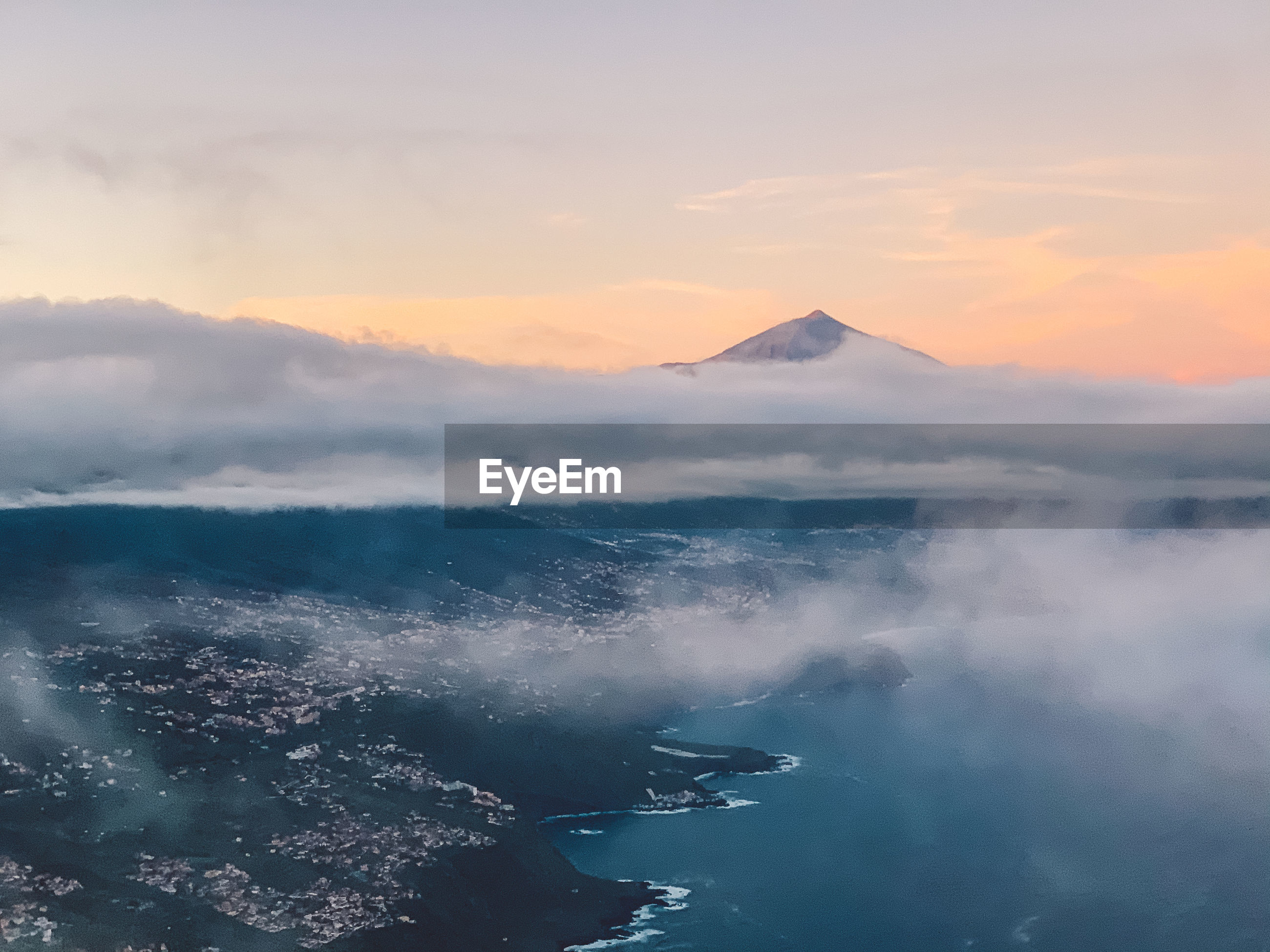 AERIAL VIEW OF SEA AND MOUNTAIN AGAINST SKY