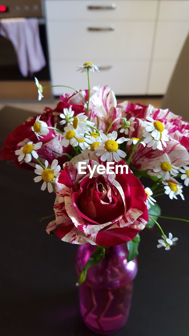 flower, petal, freshness, fragility, no people, indoors, bouquet, beauty in nature, nature, close-up, flower head, day