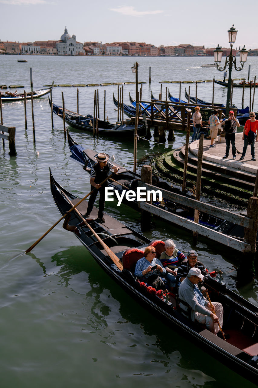 water, nautical vessel, transportation, mode of transportation, group of people, real people, large group of people, nature, lifestyles, men, crowd, women, canal, day, high angle view, gondola - traditional boat, adult, leisure activity, outdoors
