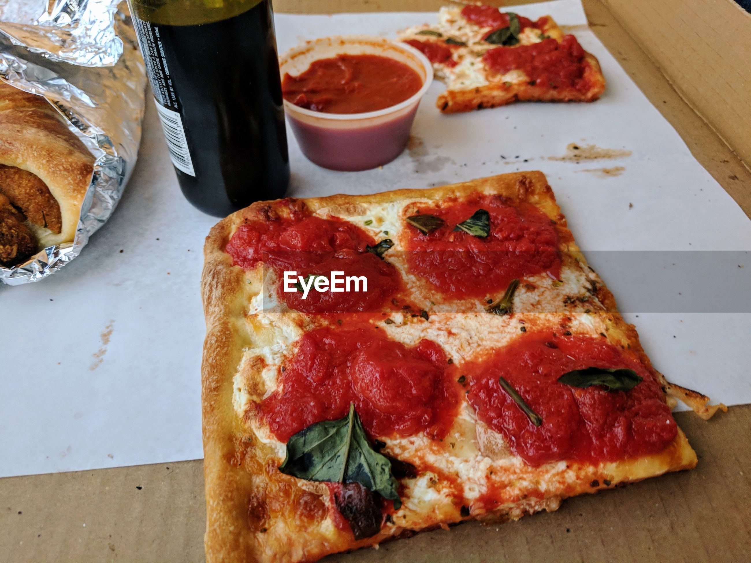 HIGH ANGLE VIEW OF PIZZA AND BREAD ON TABLE