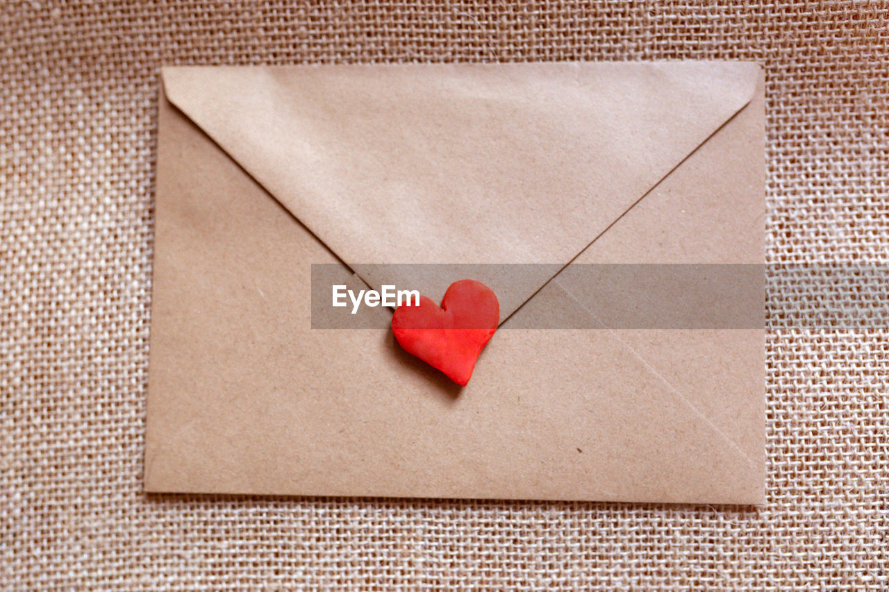 DIRECTLY ABOVE SHOT OF HEART SHAPE MADE FROM PAPER