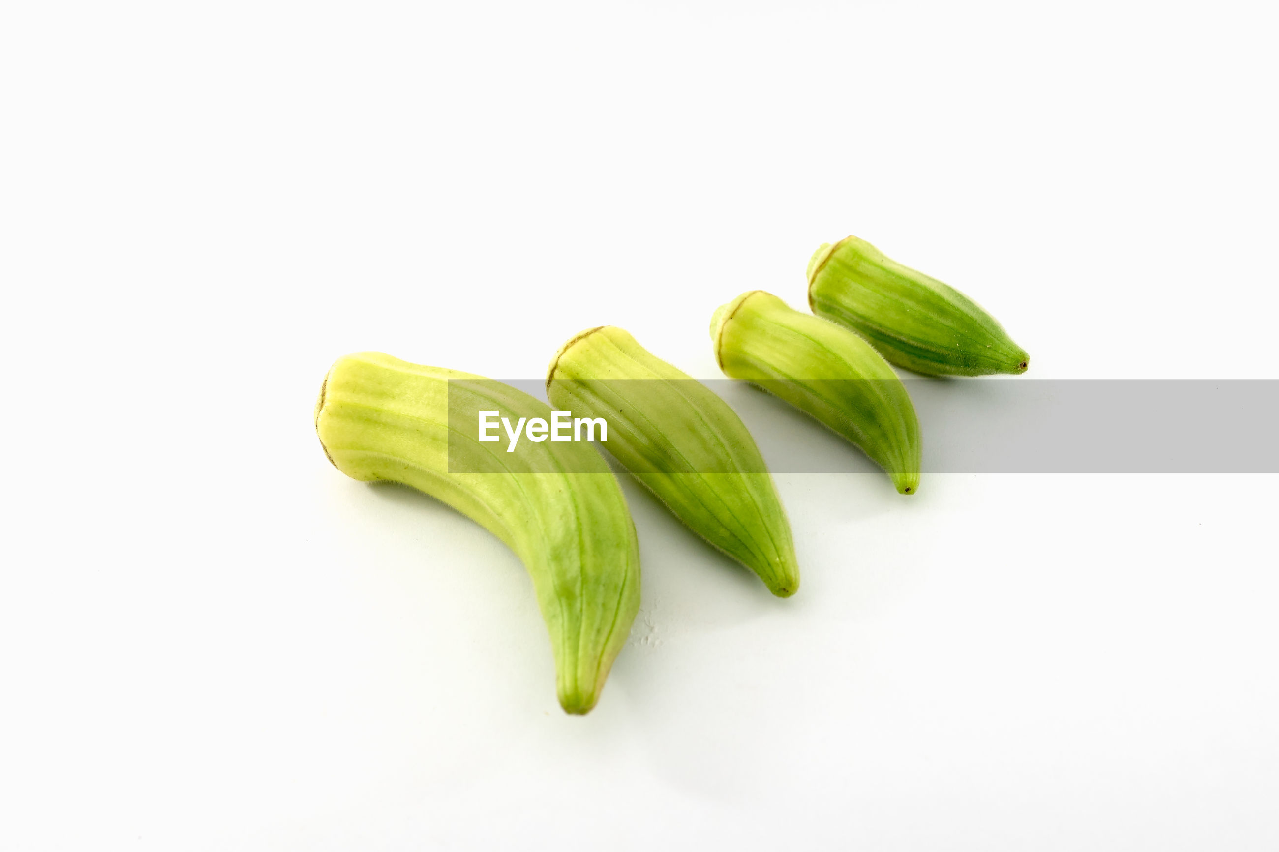 HIGH ANGLE VIEW OF GREEN CHILI PEPPER ON WHITE BACKGROUND