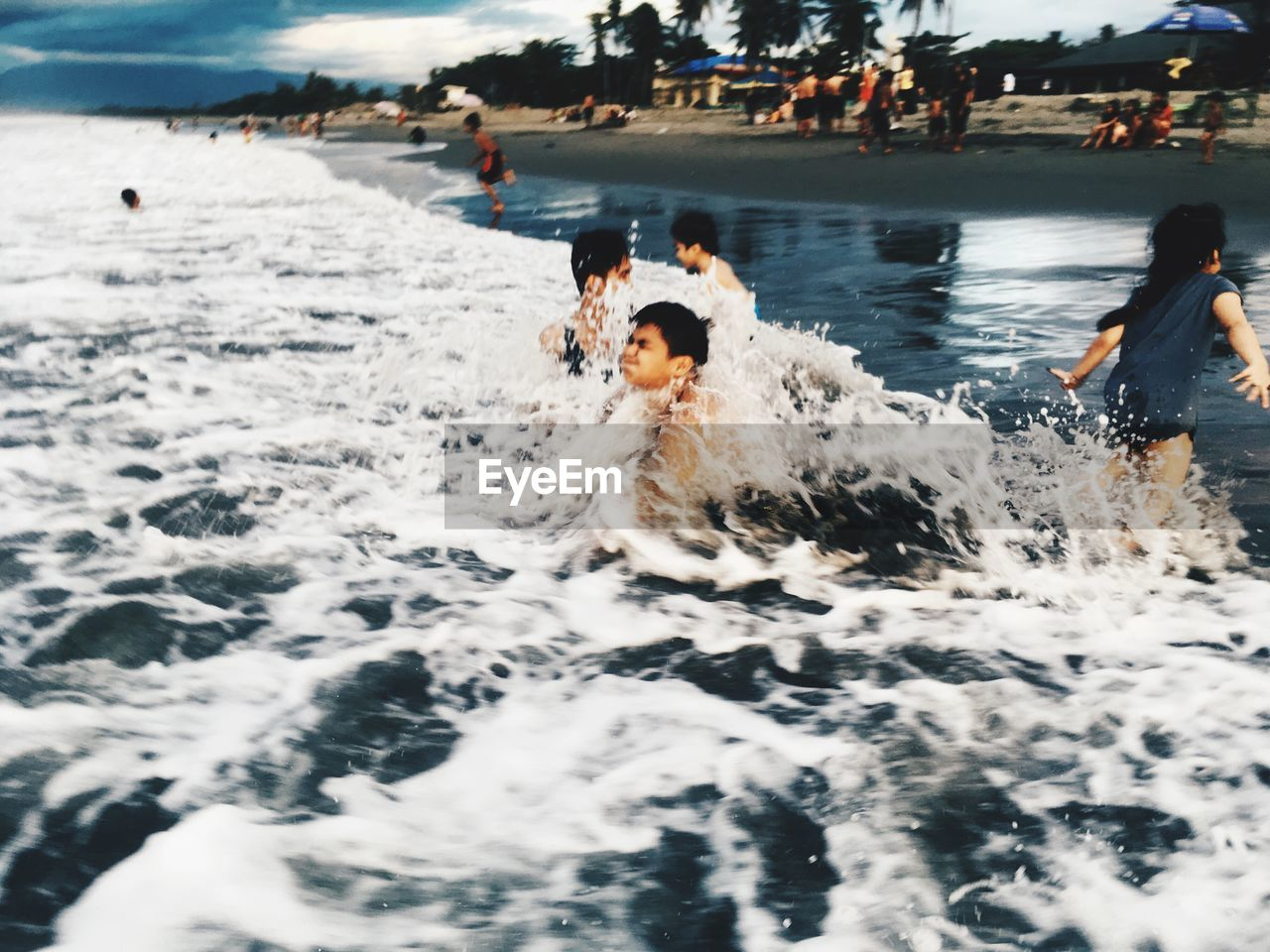 water, motion, real people, sea, group of people, enjoyment, waterfront, leisure activity, sport, lifestyles, nature, people, day, crowd, swimming, men, splashing, incidental people, outdoors