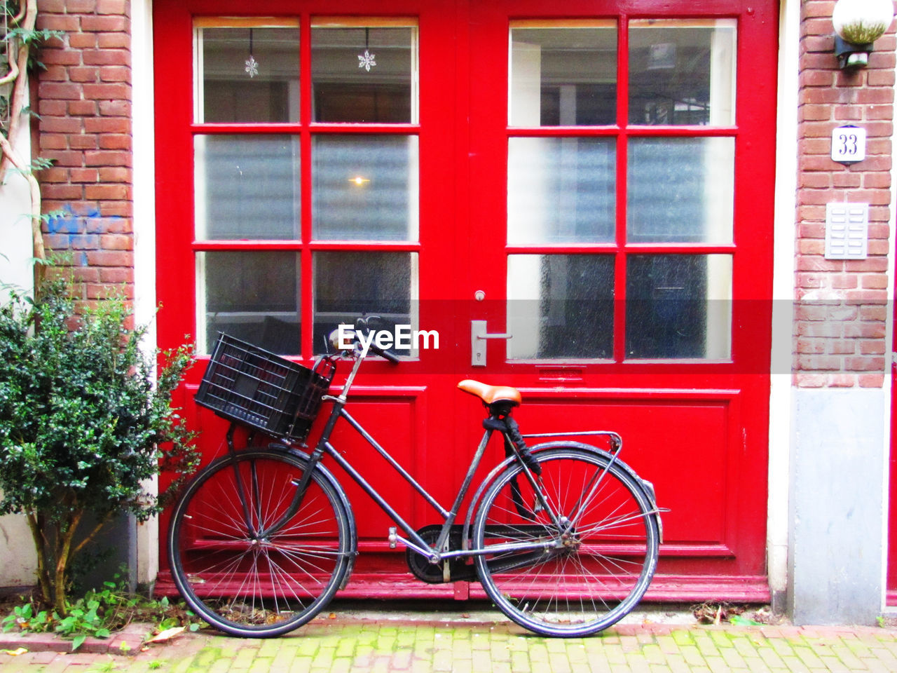 bicycle, red, building exterior, architecture, land vehicle, mode of transport, built structure, outdoors, transportation, day, window, stationary, no people