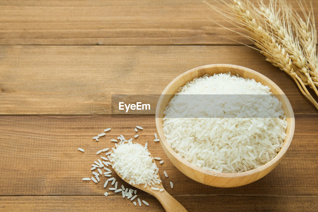 wood - material, food and drink, food, wellbeing, cereal plant, freshness, indoors, wooden spoon, healthy eating, kitchen utensil, bowl, spoon, no people, rice - food staple, still life, raw food, table, wood grain, plant, agriculture, oats - food, oatmeal