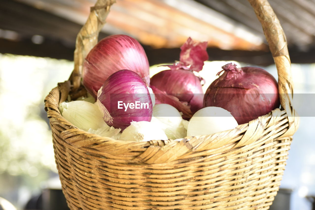 basket, container, freshness, food and drink, food, healthy eating, wellbeing, wicker, close-up, no people, still life, focus on foreground, vegetable, indoors, onion, day, pink color, raw food, red, large group of objects