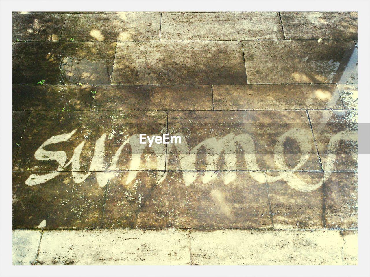 The word summer written on the ground