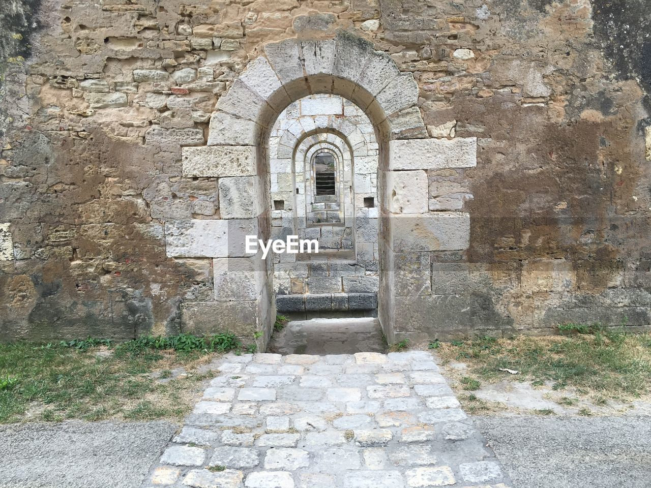 architecture, built structure, steps, arch, entrance, stone material, history, day, steps and staircases, old ruin, the way forward, outdoors, building exterior, ancient, no people
