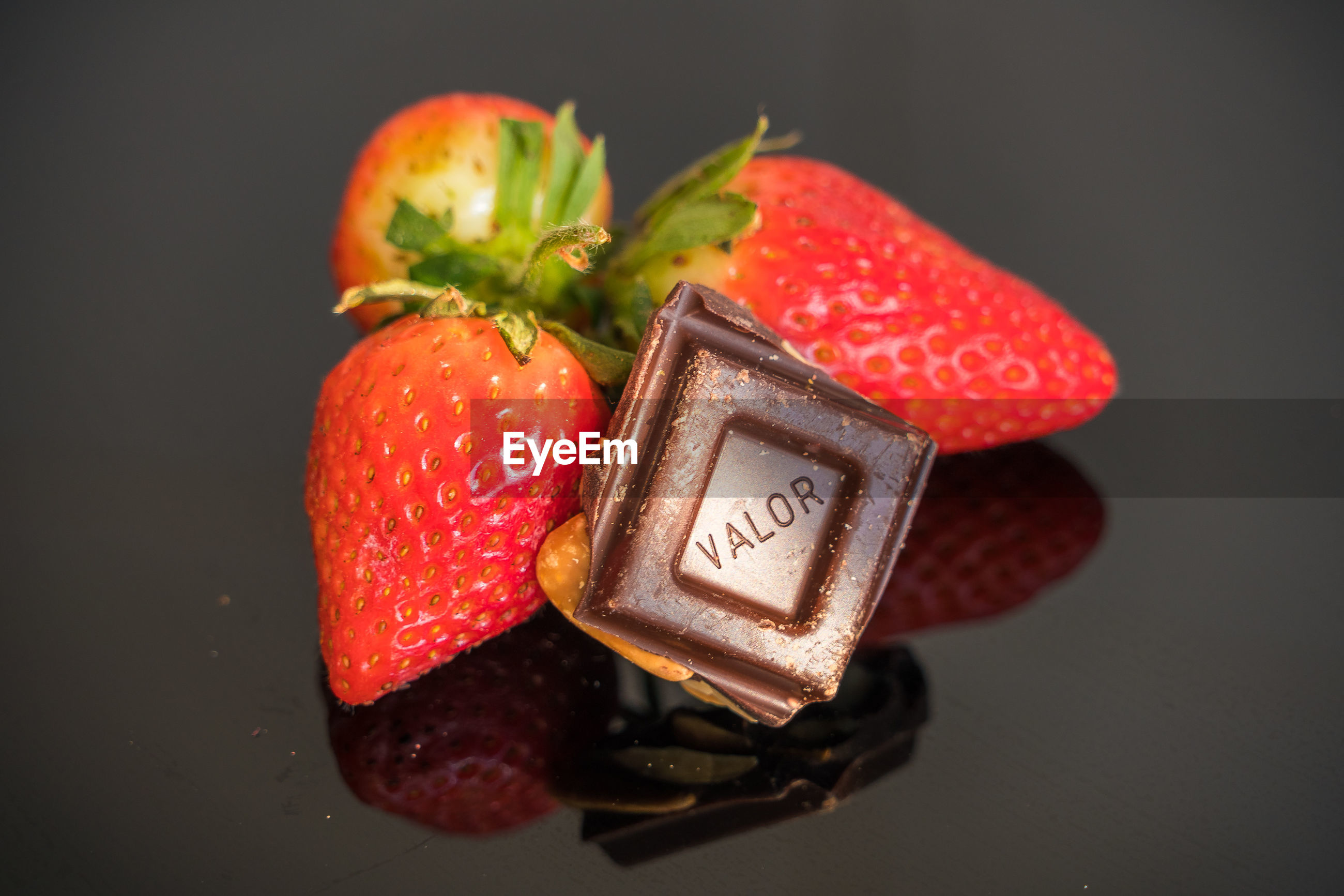 HIGH ANGLE VIEW OF STRAWBERRIES ON APPLE