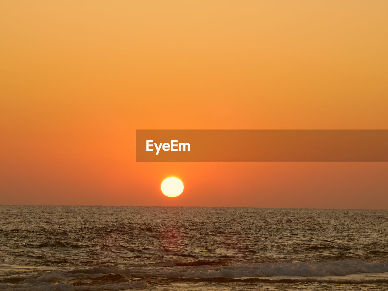 sky, sunset, orange color, sea, horizon over water, scenics - nature, beauty in nature, water, horizon, sun, tranquility, tranquil scene, idyllic, nature, waterfront, clear sky, no people, copy space, circle, outdoors, eclipse