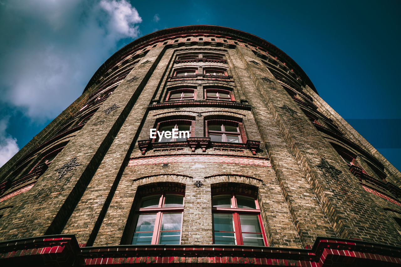 building exterior, architecture, built structure, low angle view, sky, building, no people, nature, window, outdoors, day, history, the past, travel destinations, cloud - sky, city, tall - high, tower, residential district, old