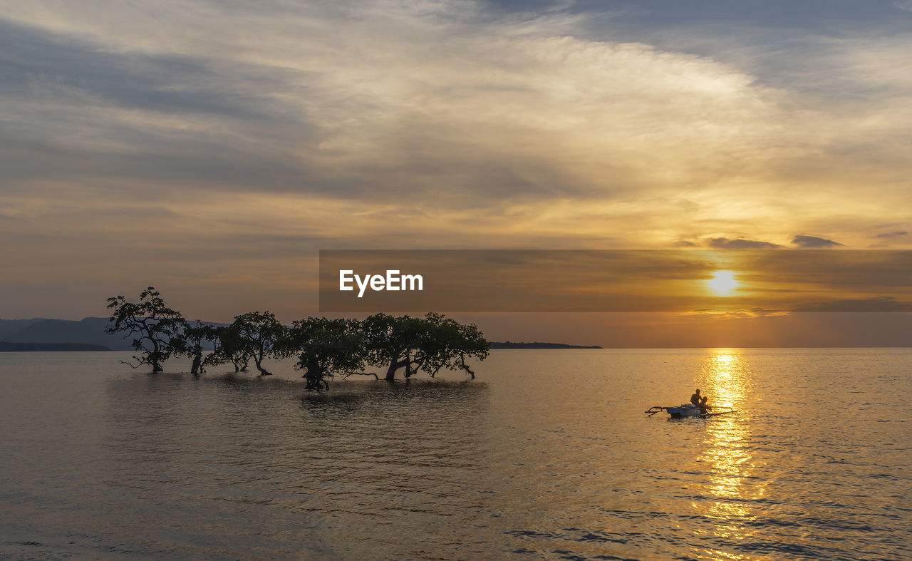 sky, water, sunset, cloud - sky, scenics - nature, beauty in nature, waterfront, tranquility, tranquil scene, sea, orange color, tree, nature, nautical vessel, idyllic, silhouette, horizon, transportation, non-urban scene, outdoors, horizon over water
