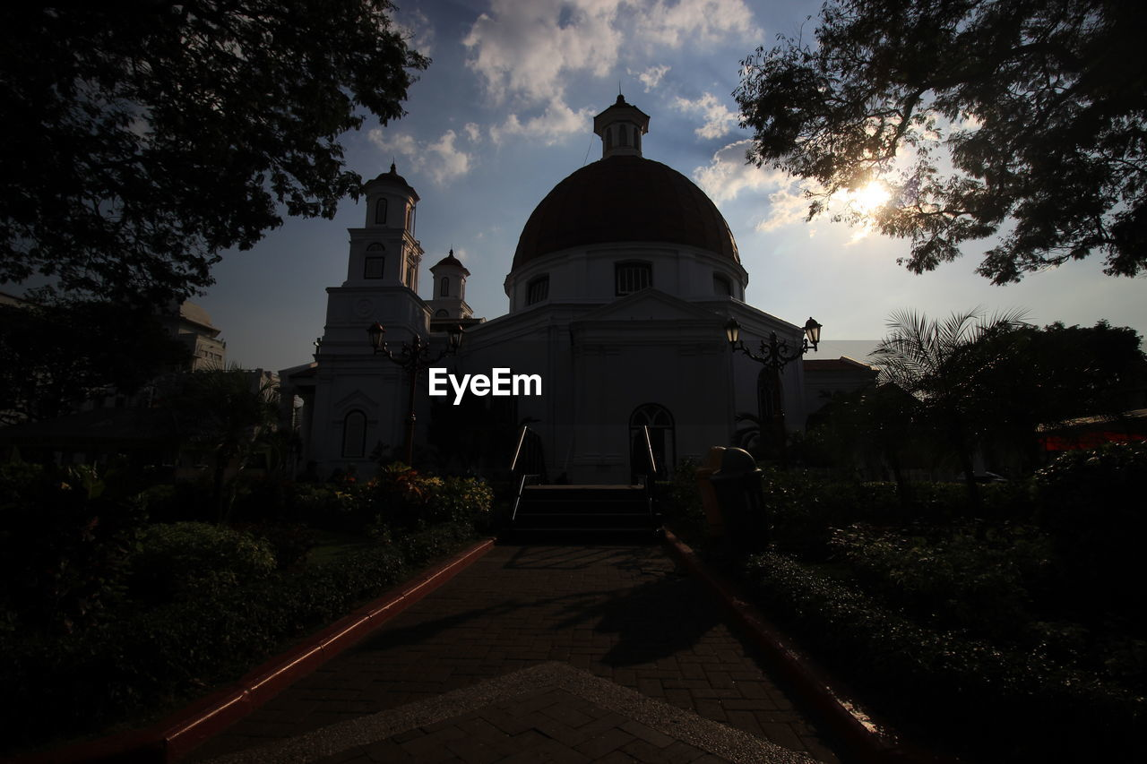 sky, architecture, built structure, building exterior, tree, religion, place of worship, belief, nature, spirituality, cloud - sky, plant, building, dome, no people, outdoors, history