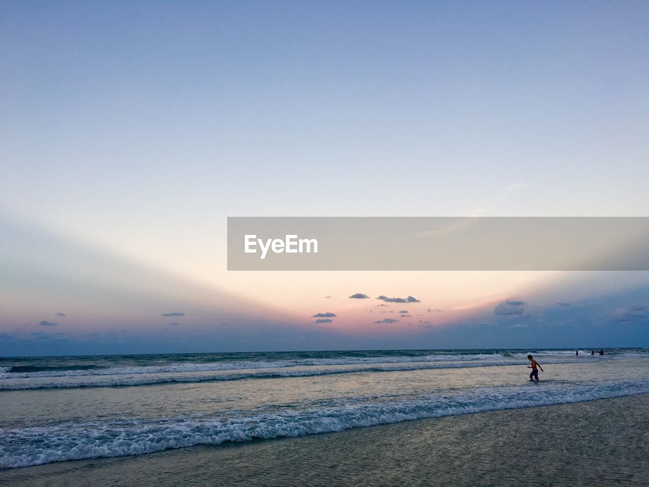 sea, beach, water, beauty in nature, nature, sunset, scenics, shore, real people, sand, horizon over water, tranquil scene, sky, outdoors, one person, wave, tranquility, leisure activity, lifestyles, standing, men, vacations, day, people