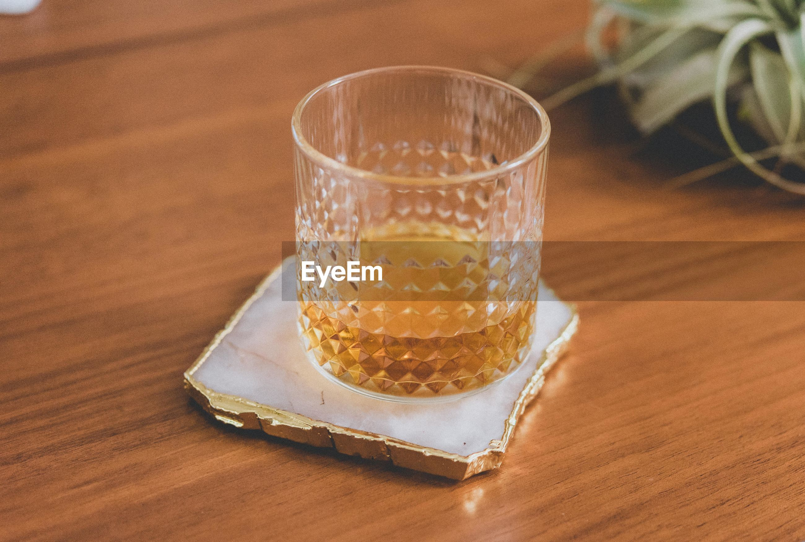 HIGH ANGLE VIEW OF DRINK IN GLASS