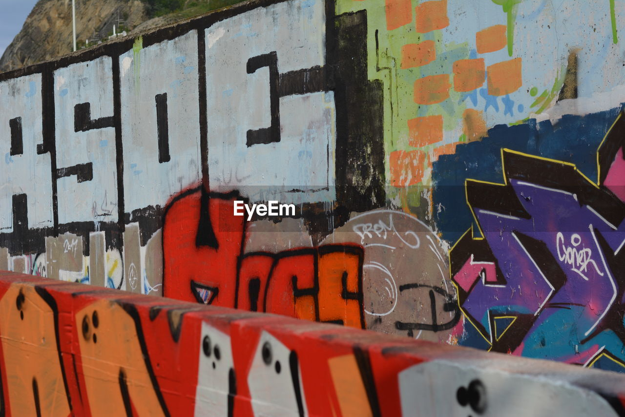 graffiti, text, multi colored, no people, built structure, day, outdoors, architecture, close-up, backgrounds