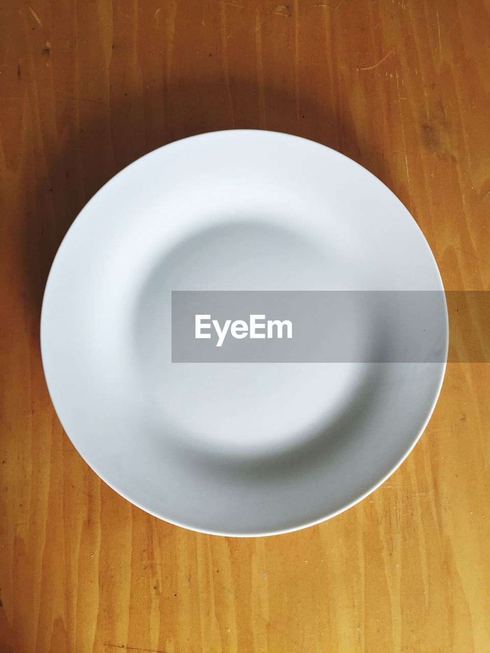 plate, table, indoors, directly above, white color, food and drink, no people, high angle view, empty, close-up, wood - material, food, day, freshness