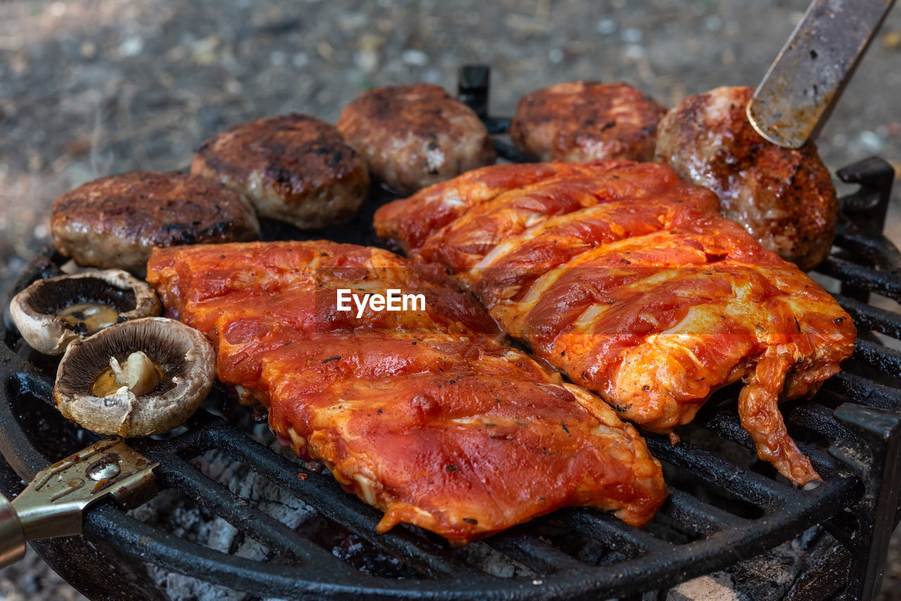meat, food, food and drink, barbecue, grilled, barbecue grill, preparation, heat - temperature, no people, freshness, ready-to-eat, pork, close-up, meal, preparing food, kitchen utensil, cooked, fire, day, focus on foreground, white meat, rib, dinner
