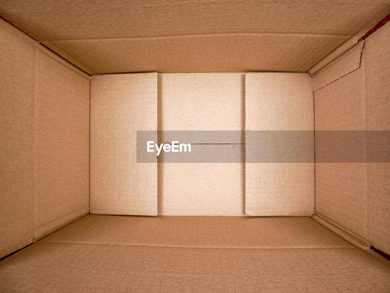 box, cardboard box, cardboard, architecture, indoors, box - container, container, building, brown, domestic room, warehouse, empty, no people, distribution warehouse, freight transportation, industry, crate, business, transportation, paper, package, flooring, carton