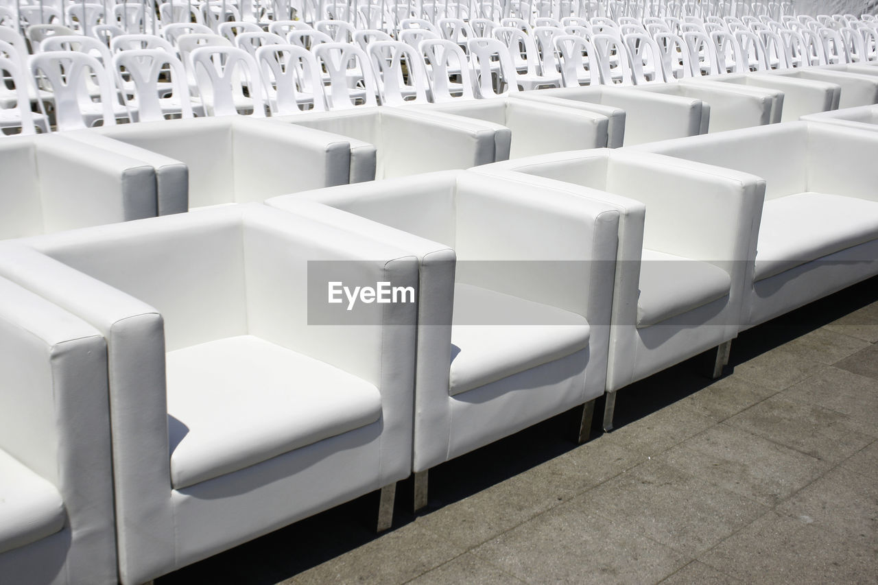 FULL FRAME SHOT OF EMPTY CHAIRS IN OFFICE