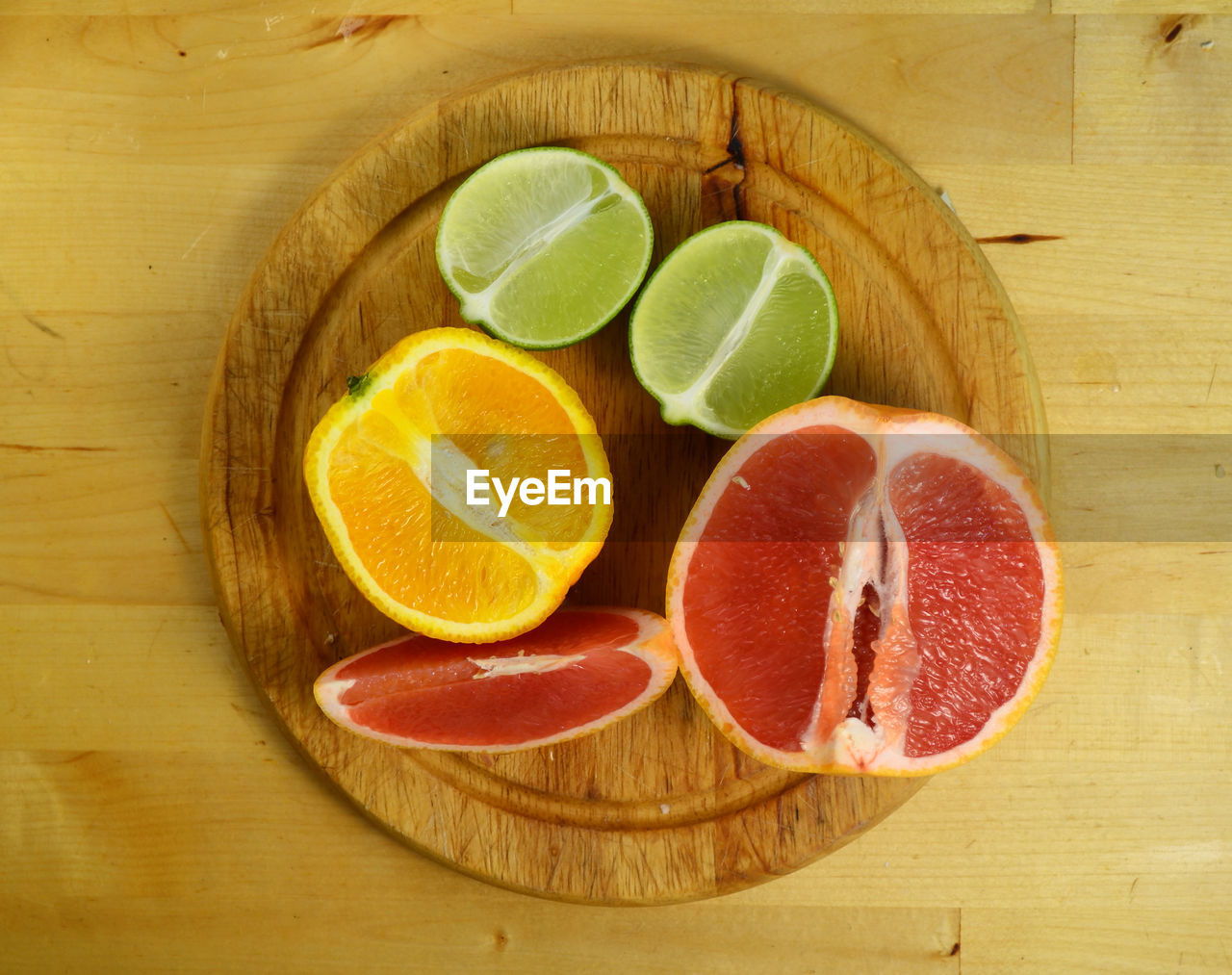Directly above view of fresh citrus fruits on cutting board