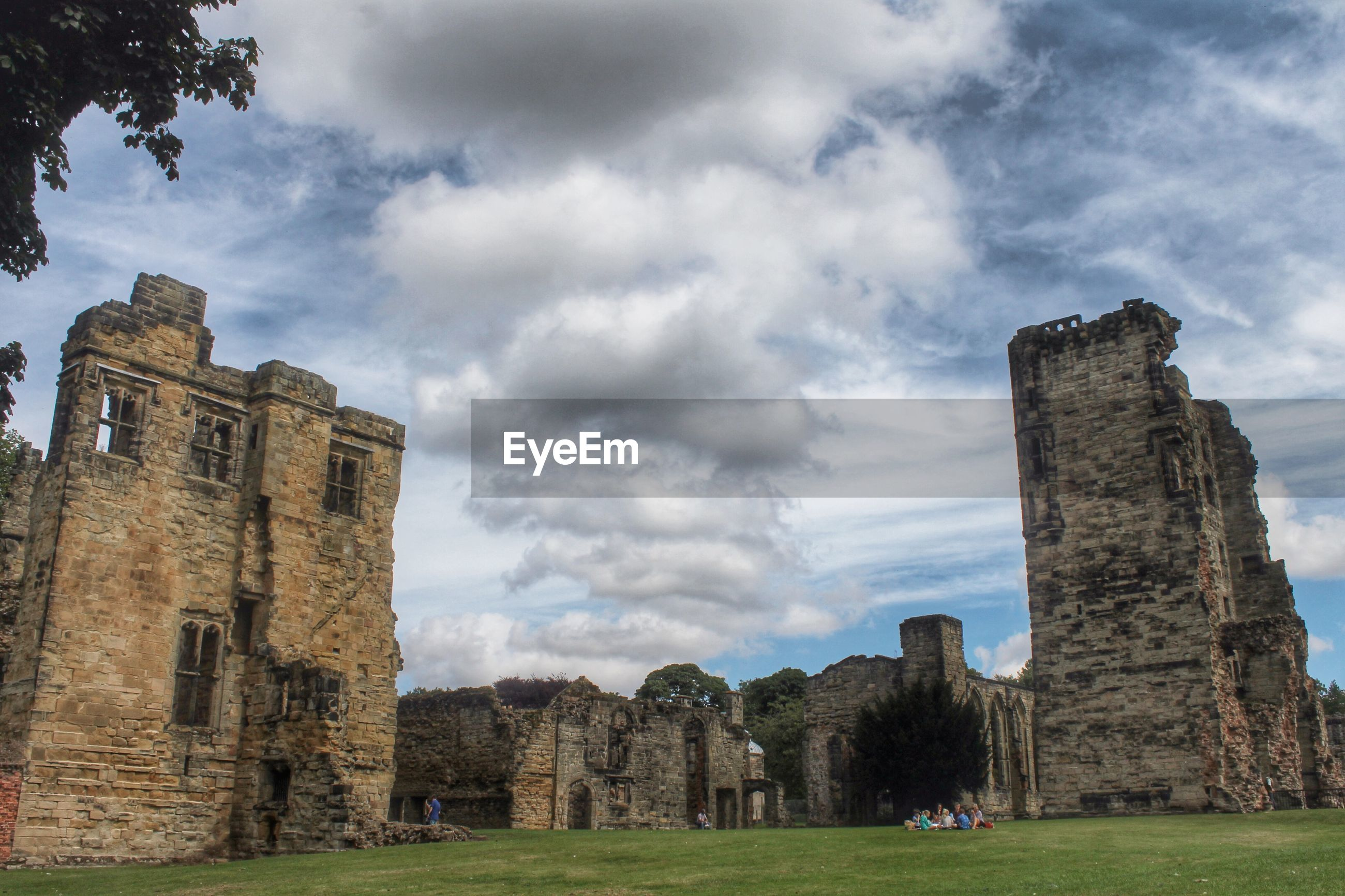 architecture, built structure, building exterior, old ruin, history, sky, old, ancient, the past, cloud - sky, grass, ruined, damaged, abandoned, weathered, castle, run-down, stone wall, cloudy, ancient civilization