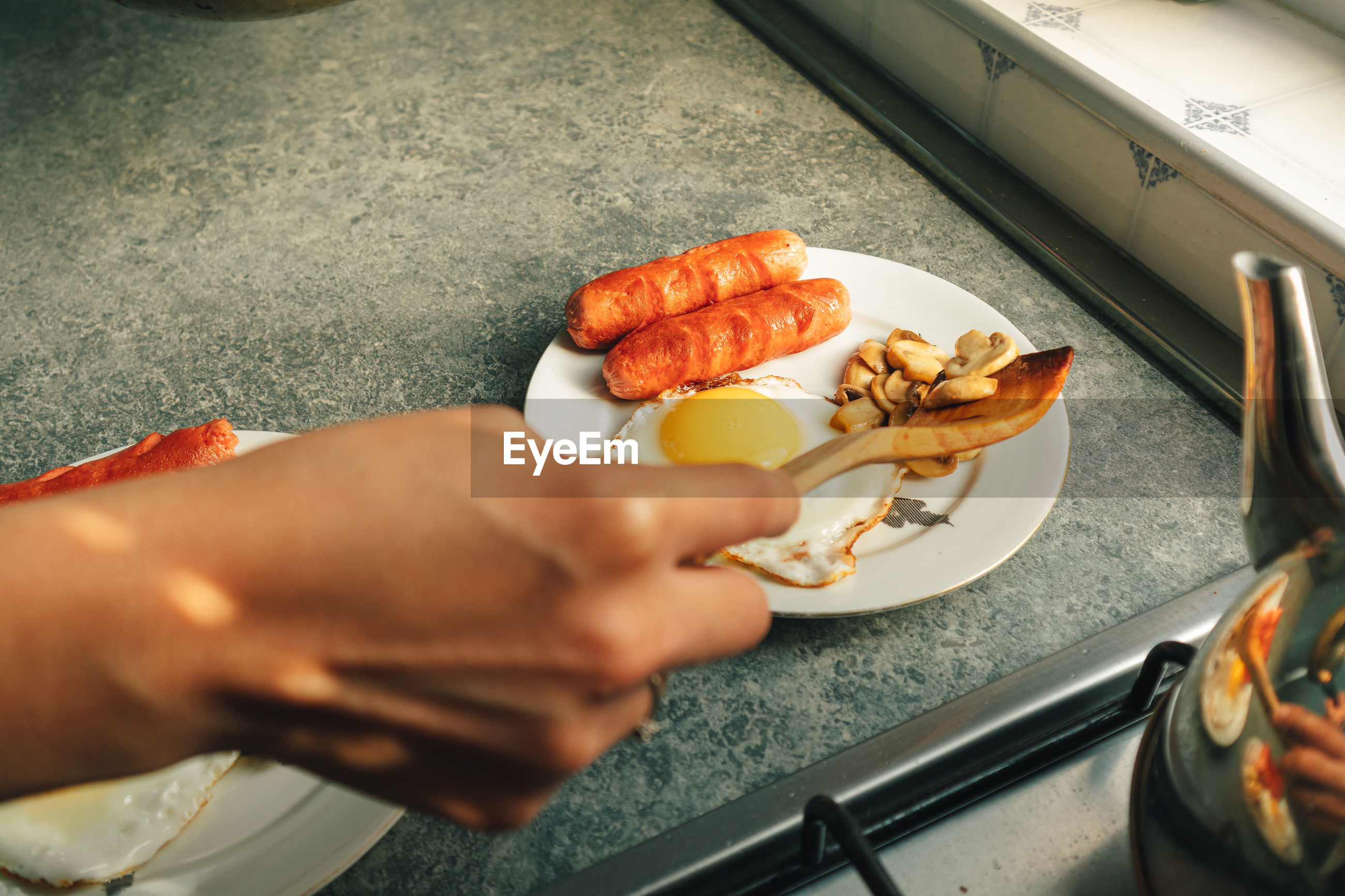 HIGH ANGLE VIEW OF PERSON HOLDING FOOD