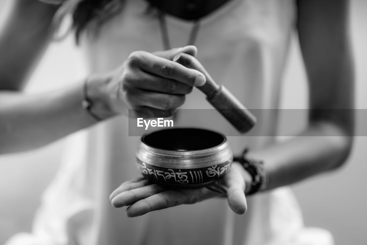 midsection, holding, human hand, hand, real people, focus on foreground, one person, human body part, lifestyles, selective focus, communication, indoors, close-up, men, front view, social issues, sign, playing, women, finger