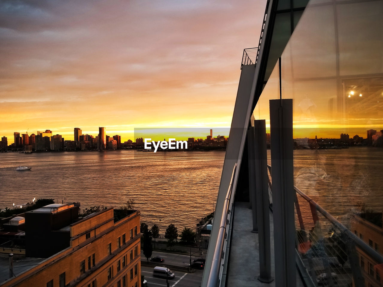 Sunset Cloud - Sky Architecture City Sky Built Structure Steel Outdoors Urban Skyline Cityscape No People Water Silhoutte Photography Sunset Silhouettes Sunset_collection Sunsetlover Sunsetphotographs Architecture Building Exterior Reflections Reflection_collection