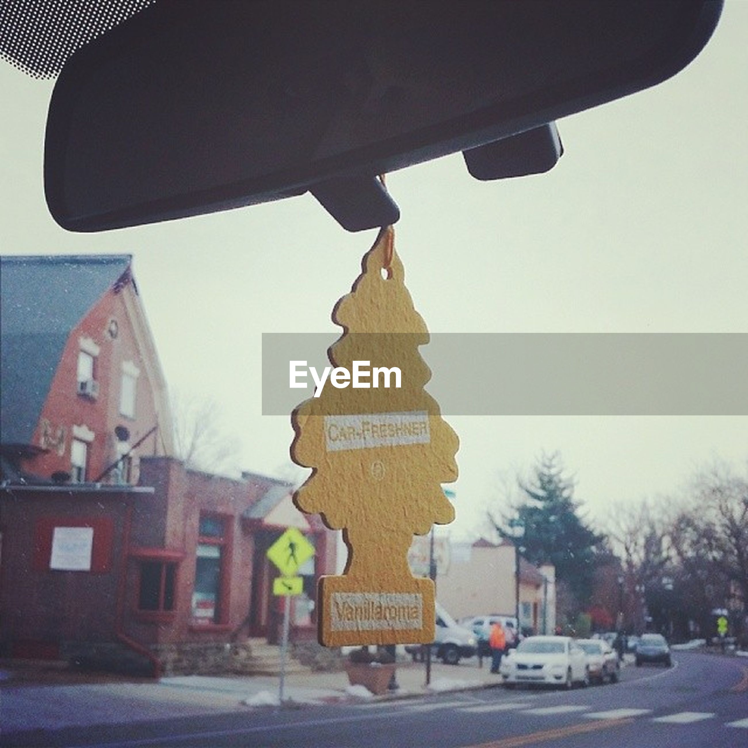 transportation, car, clear sky, mode of transport, land vehicle, building exterior, built structure, architecture, text, city, communication, street, road sign, western script, road, guidance, travel, low angle view, outdoors, information sign