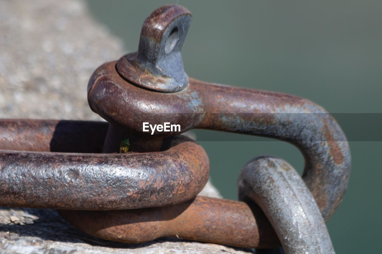 metal, rusty, close-up, no people, focus on foreground, day, old, outdoors, weathered, connection, strength, decline, still life, deterioration, run-down, iron - metal, sunlight, brown