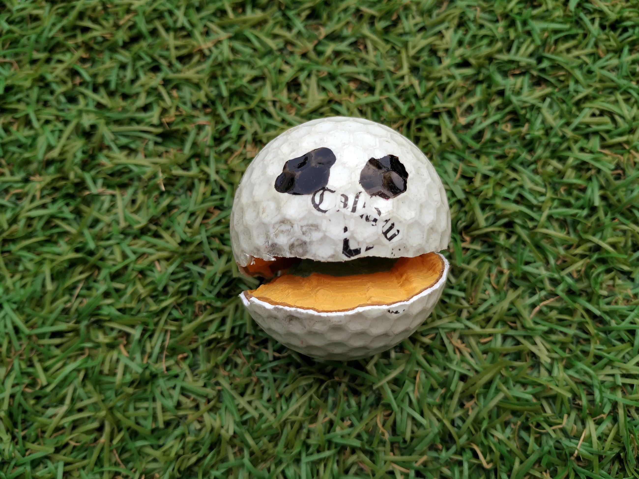 HIGH ANGLE VIEW OF BALL ON GROUND