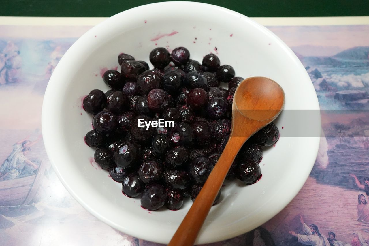 food and drink, food, bowl, plate, freshness, indoors, no people, olive, table, healthy eating, close-up, fruit, black olive, sweet food, day, ready-to-eat