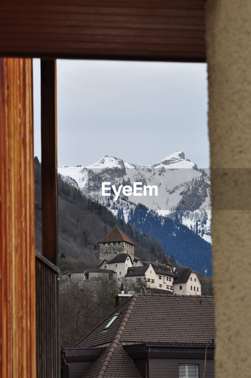 mountain, cold temperature, winter, architecture, snow, built structure, sky, building, no people, building exterior, nature, mountain range, beauty in nature, house, day, window, wood - material, roof, clear sky, outdoors, snowcapped mountain