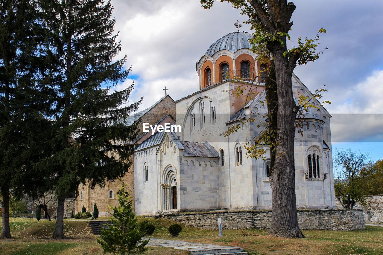 Exterior of orthodox monastery against sky