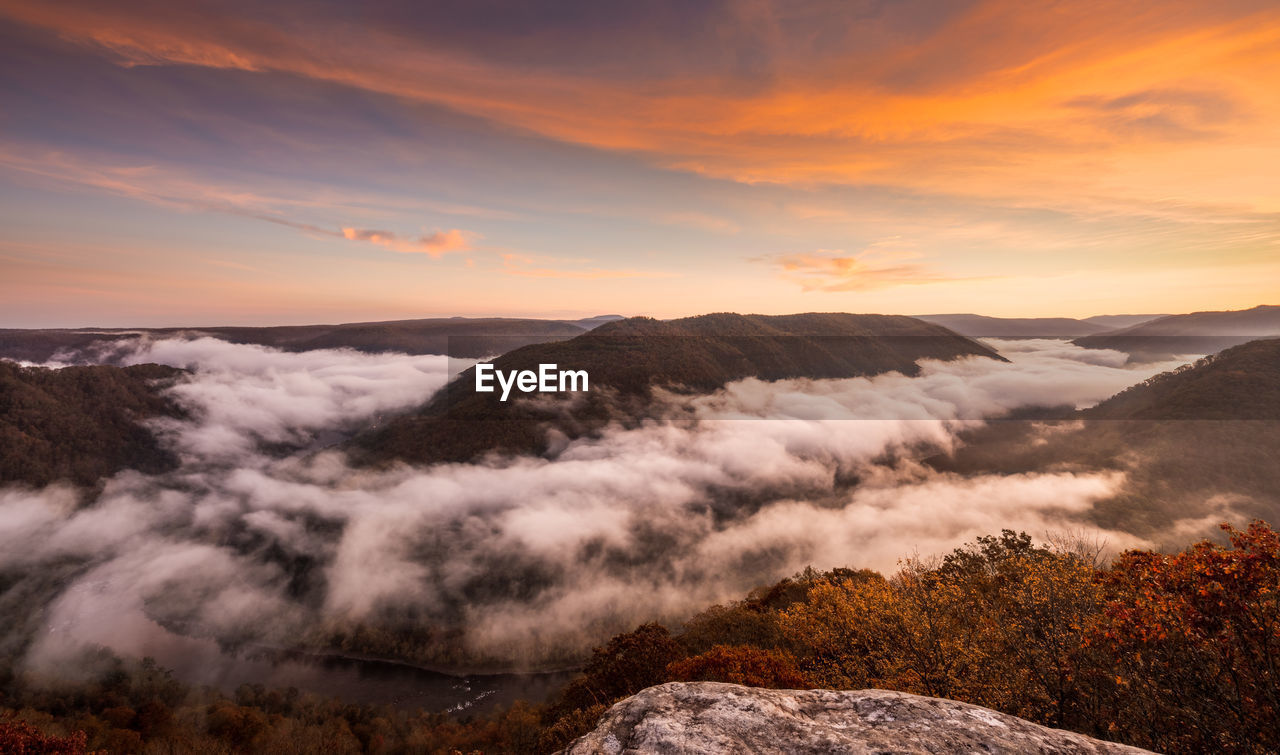SCENIC VIEW OF MOUNTAIN RANGE AGAINST SKY DURING SUNSET