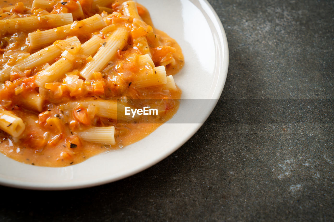 HIGH ANGLE VIEW OF PASTA IN PLATE