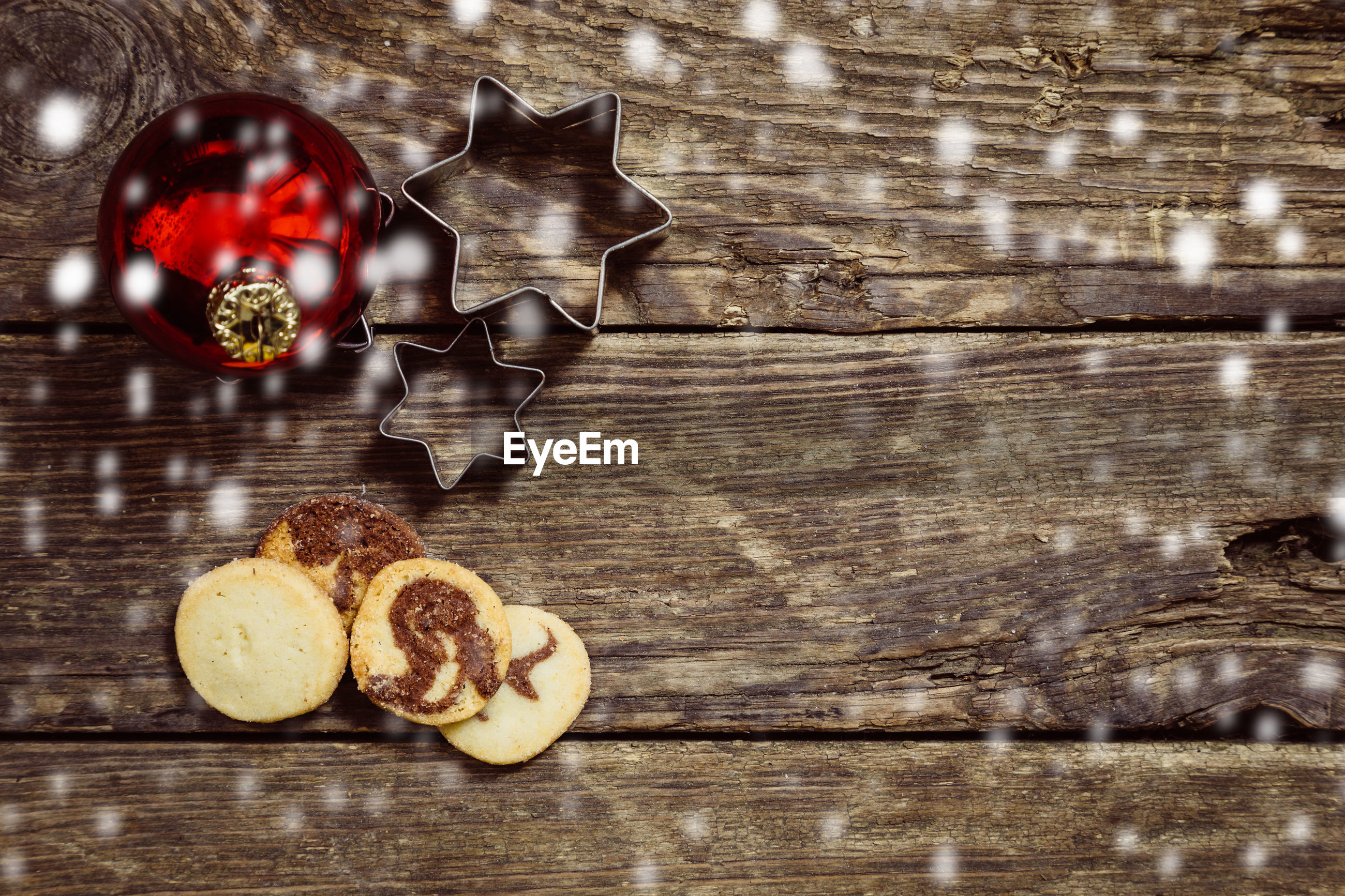 table, wood - material, indoors, food, no people, food and drink, still life, baked, freshness, directly above, close-up, healthy eating, fruit, cookie, wood, christmas, high angle view, day, wellbeing, sweet, crockery