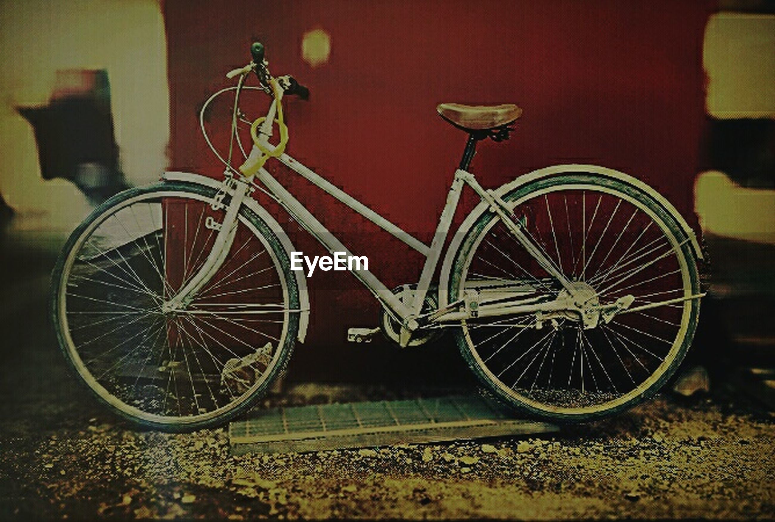 bicycle, transportation, land vehicle, mode of transport, stationary, wheel, parked, parking, street, no people, outdoors, day, wall - building feature, cycle, tire, abandoned, leaning, sunlight, travel, absence