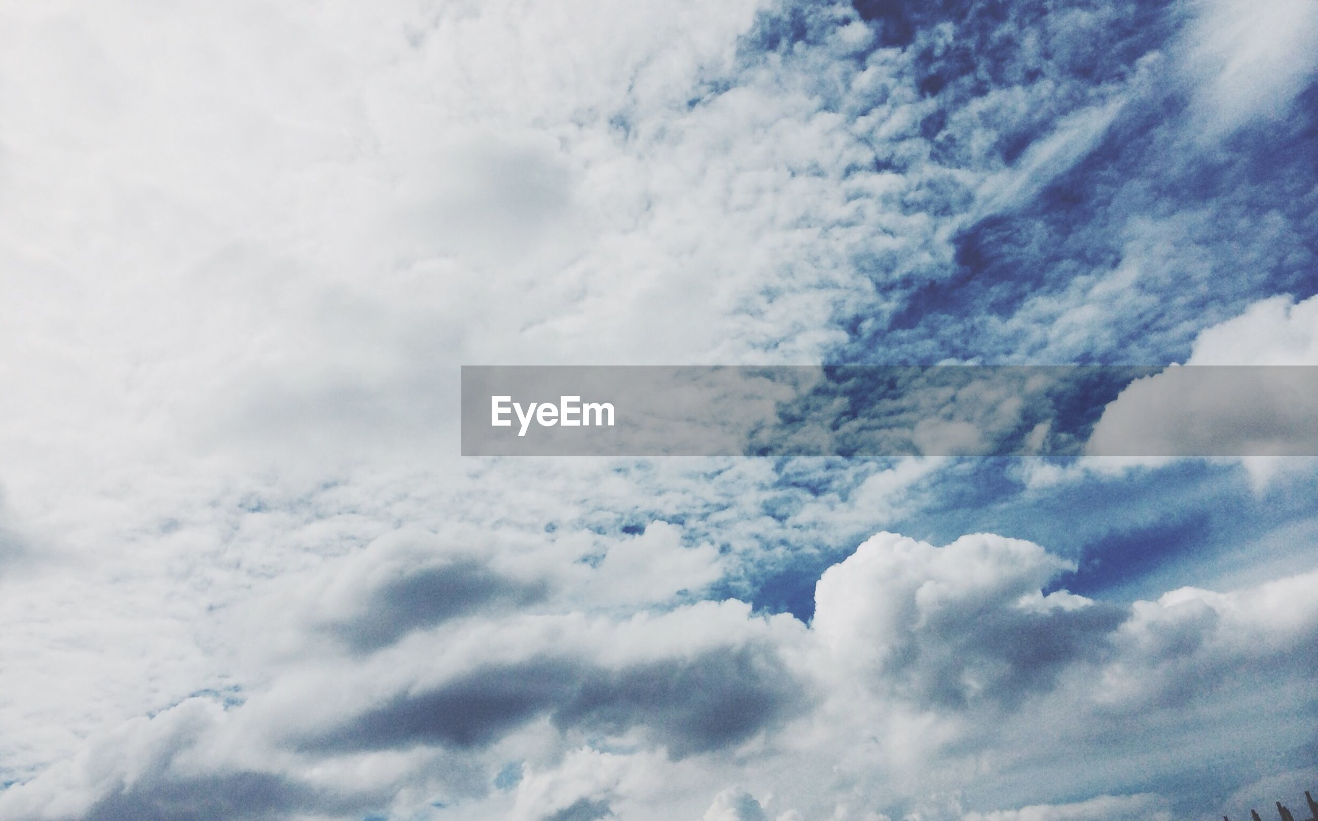sky, low angle view, cloud - sky, sky only, beauty in nature, tranquility, scenics, cloudy, backgrounds, cloudscape, nature, tranquil scene, full frame, white color, cloud, weather, idyllic, blue, day, outdoors