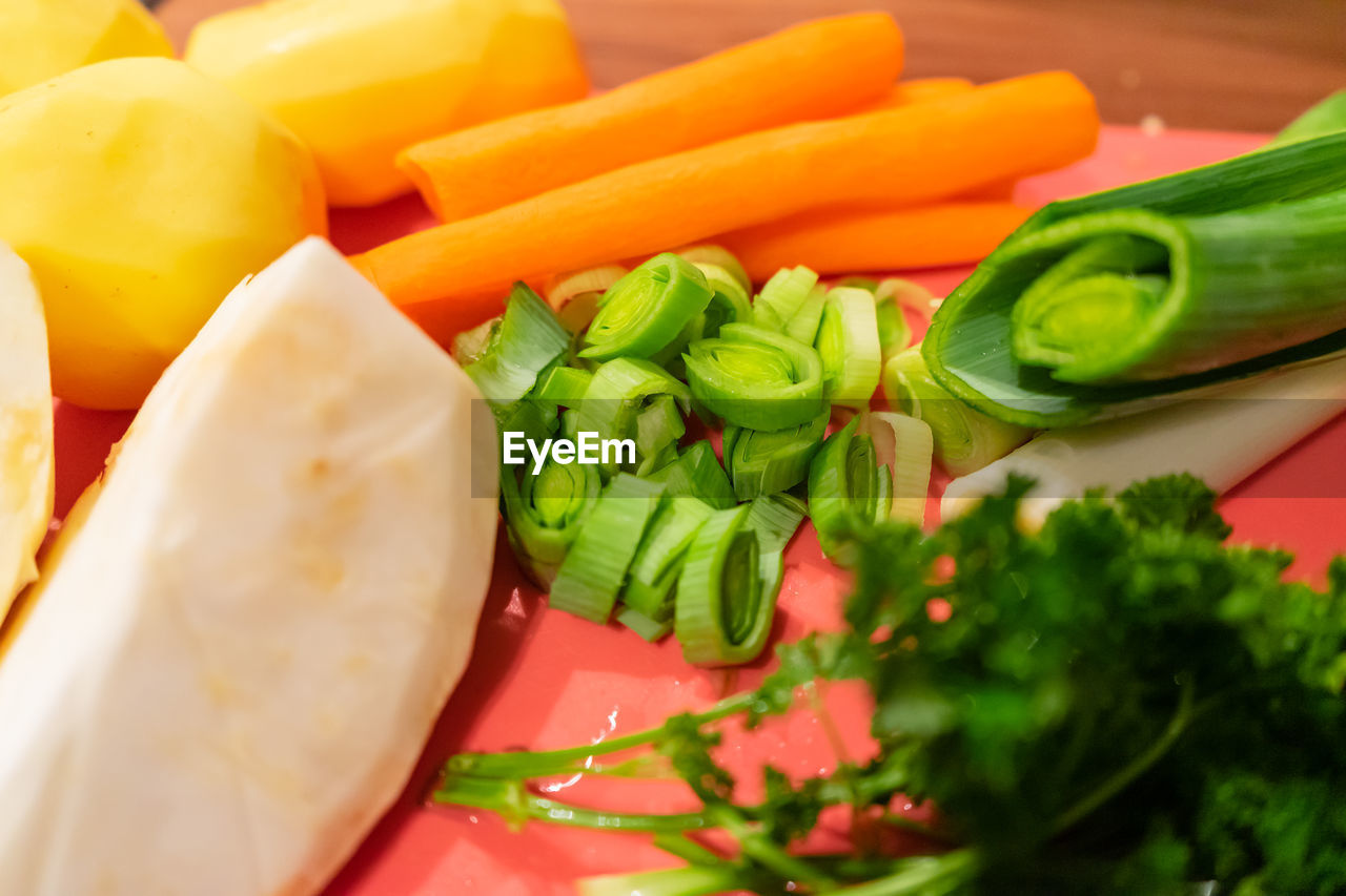 food and drink, food, vegetable, freshness, healthy eating, wellbeing, still life, close-up, green color, indoors, no people, selective focus, pepper, raw food, chopped, high angle view, serving size, slice, red, salad, vegetarian food