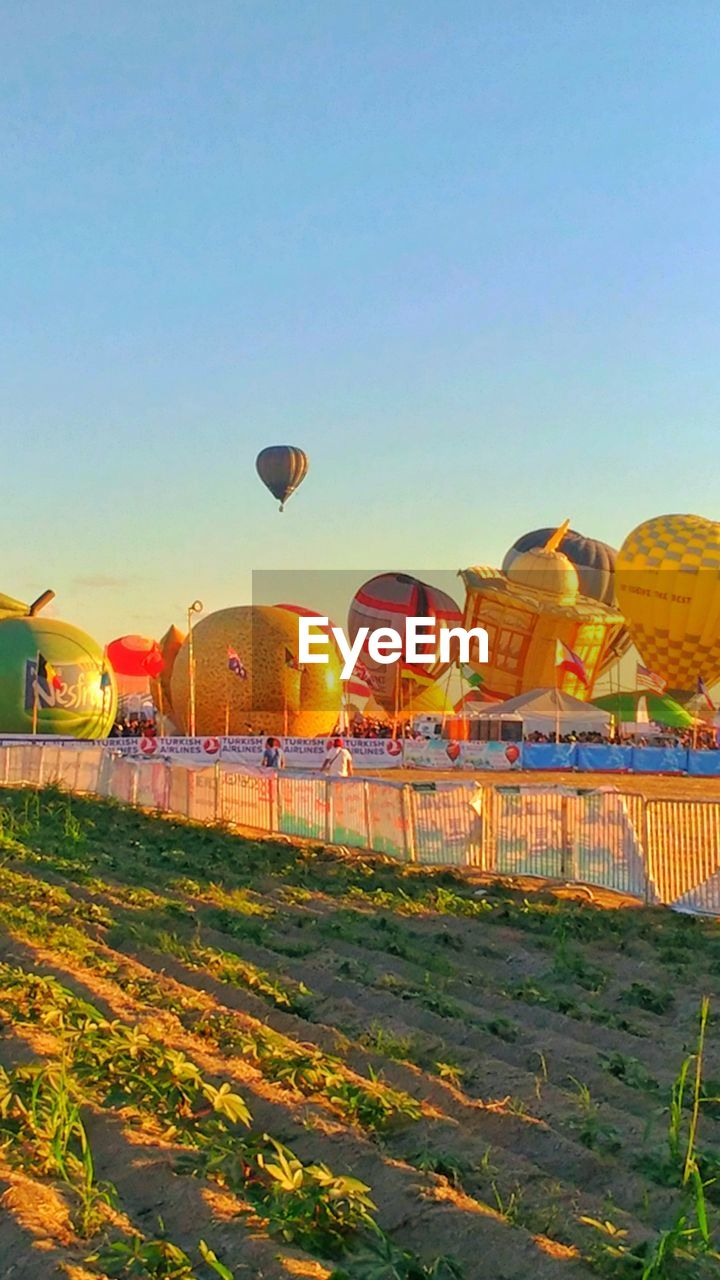 clear sky, outdoors, sky, hot air balloon, day, ballooning festival, architecture, nature, no people