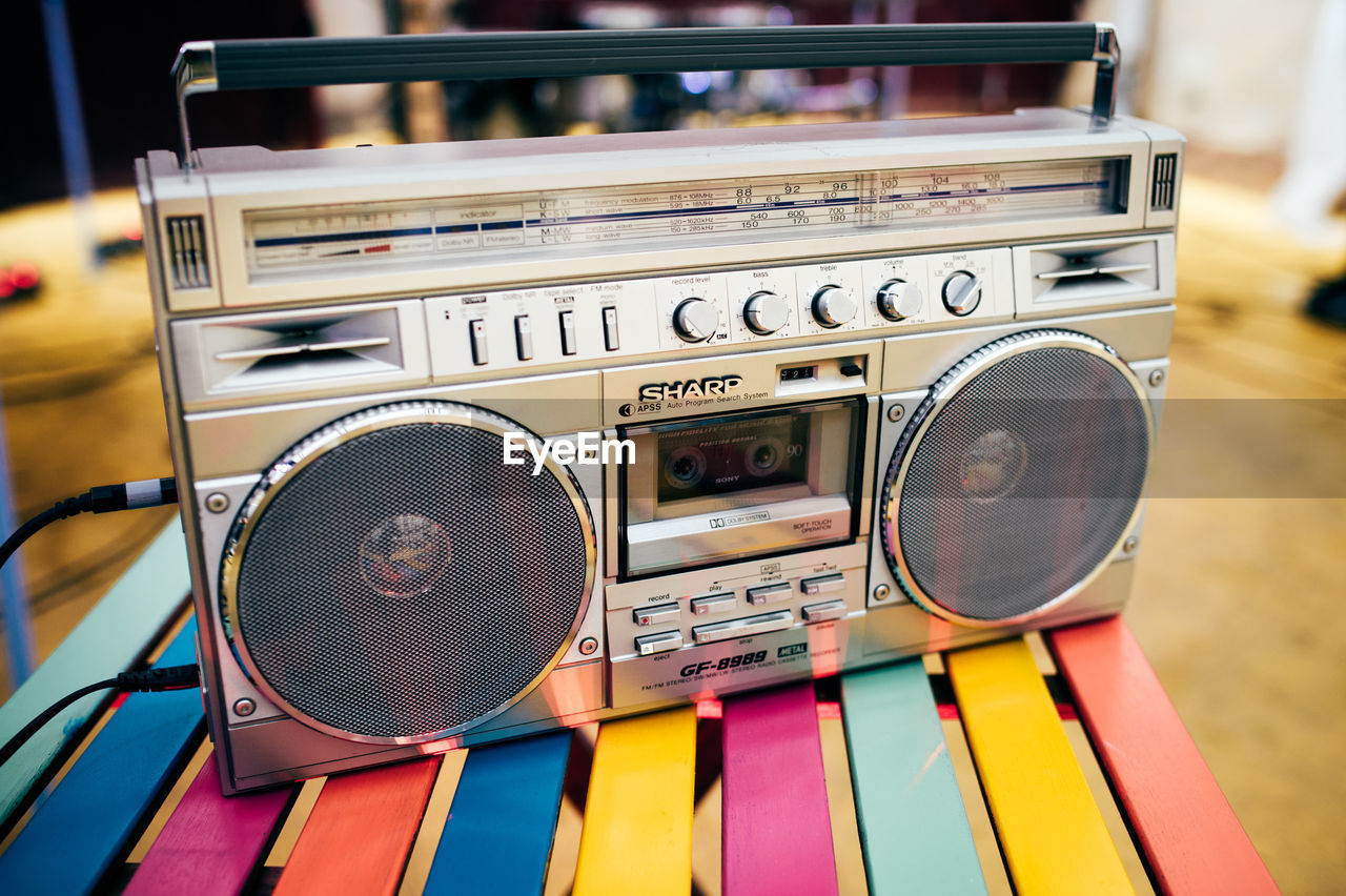 radio, retro styled, audio equipment, music, old-fashioned, technology, communication, text, no people, speaker, close-up, stereo, arts culture and entertainment, indoors, day