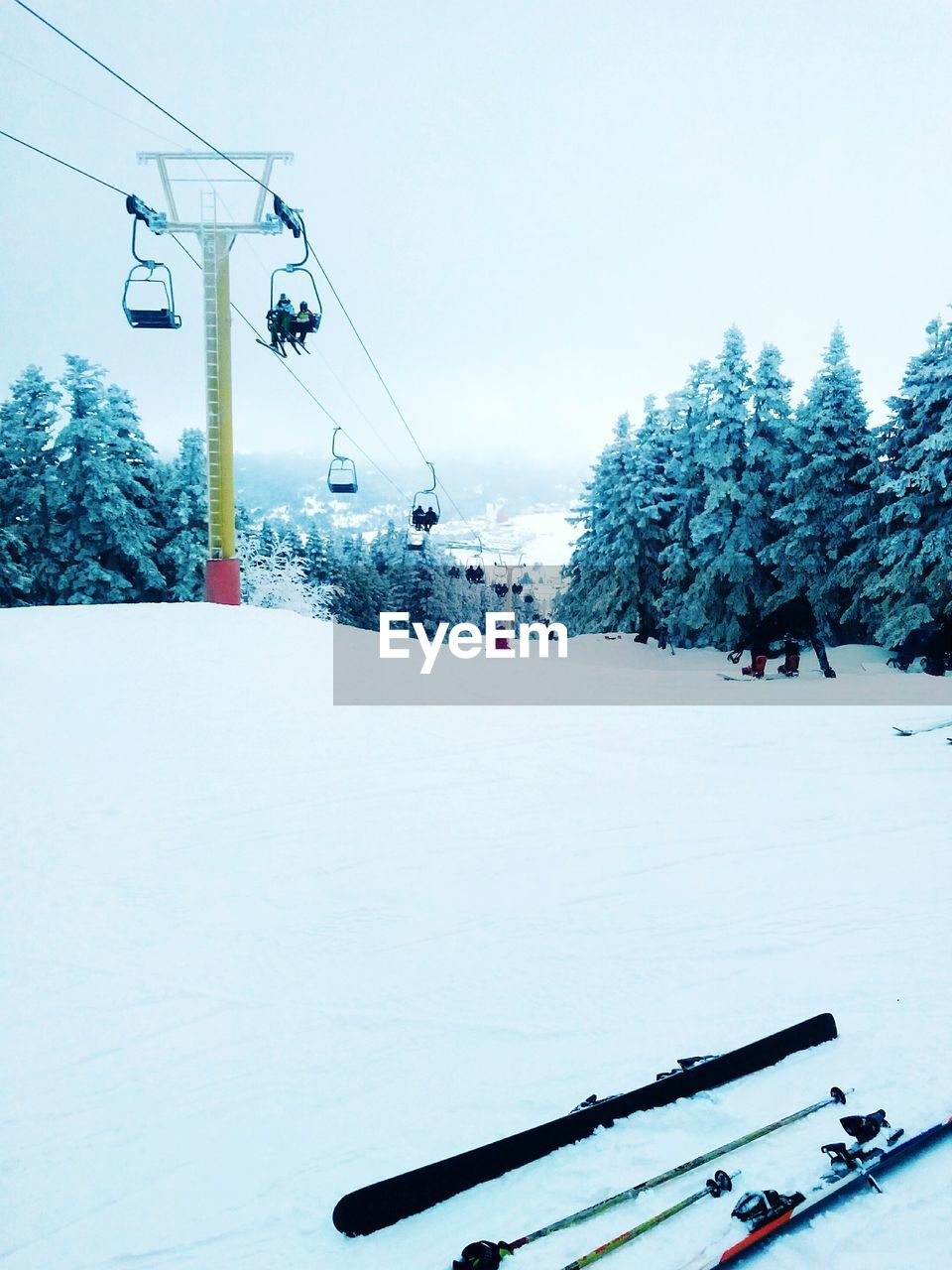 snow, winter, cold temperature, nature, weather, day, field, outdoors, tree, sky, skiing, ski lift, clear sky, ski holiday, beauty in nature, frozen, scenics, overhead cable car, real people, adventure, landscape, large group of people, mountain, warm clothing, people