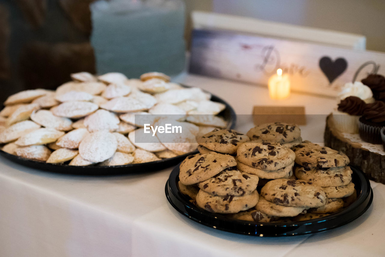 food and drink, food, freshness, sweet food, baked, table, still life, cookie, indoors, no people, dessert, close-up, sweet, indulgence, focus on foreground, temptation, plate, ready-to-eat, unhealthy eating, celebration, chocolate chip cookie, tray, snack